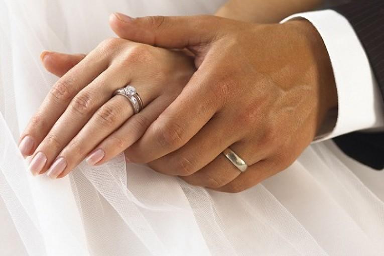 עונת החתונות, עסק לכל דבר
