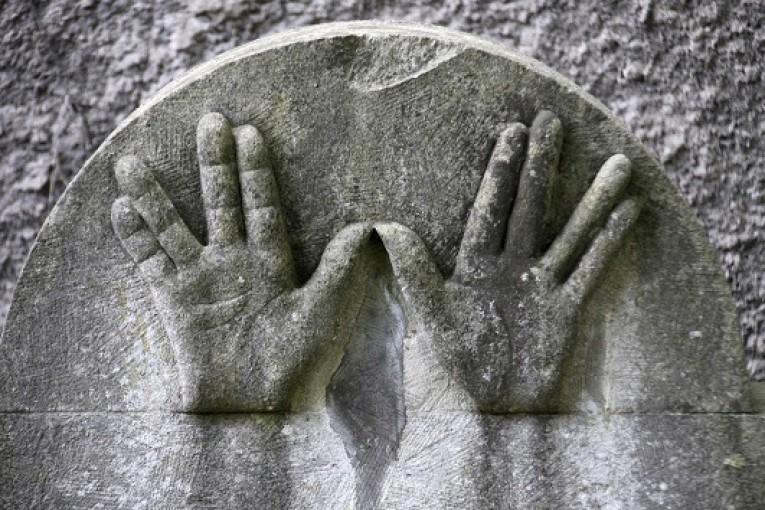 למה כהנים לא יכולים להיכנס לבין קברות