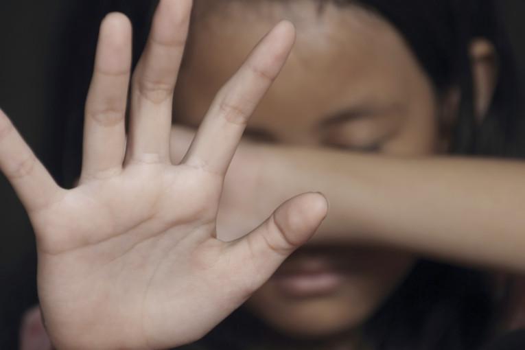 ילדה הותקפה מינית על ידי שלושה נערים