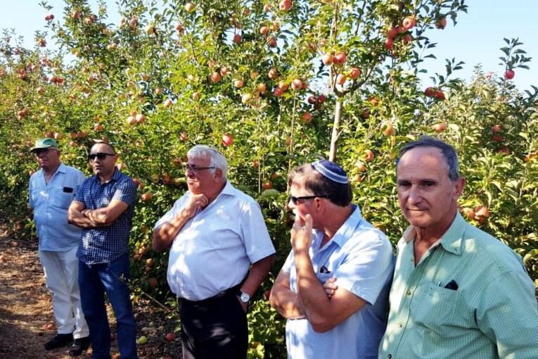 """מנכ""""ל משרד החקלאות שלמה בן אליהו  סייר בגליל ובגולן והבטיח לסייע לחקלאים"""