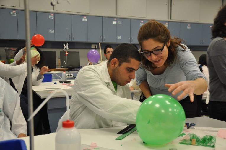 קבוצת הבוגרים של בית הספר רננים התארחה במרכז האקדמי לנוער בתל-חי