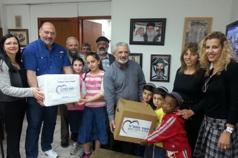 """עניי עירך קודמי: תלמידי רמב""""ם ועוזיאל תומכים במשפחות"""