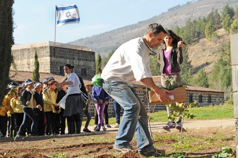 """מוזיאון חצר תל חי מאמץ  את ילדי בי""""ס תל חי מקריית שמונה"""