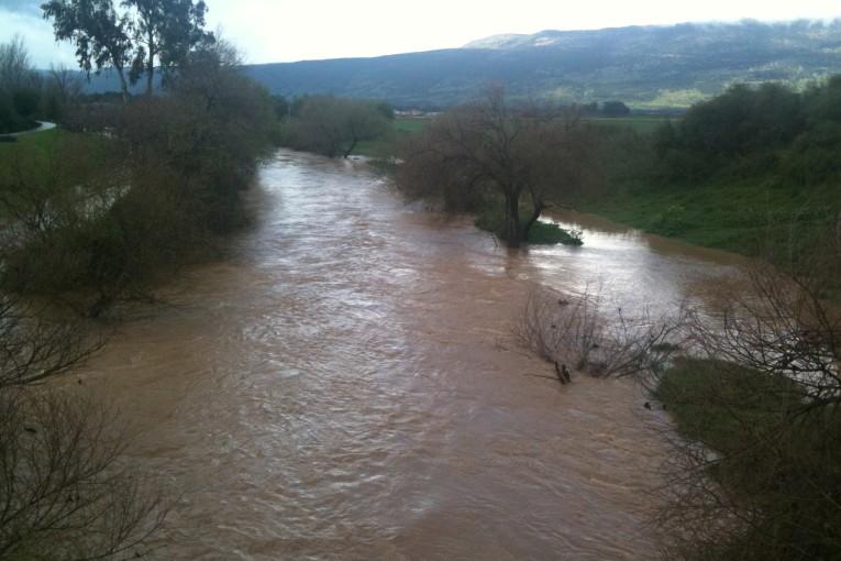 תמונות: נהר הירדן עולה על גדותיו