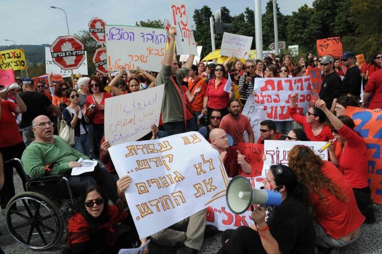 הזדהות עם העובדים הסוציאליים
