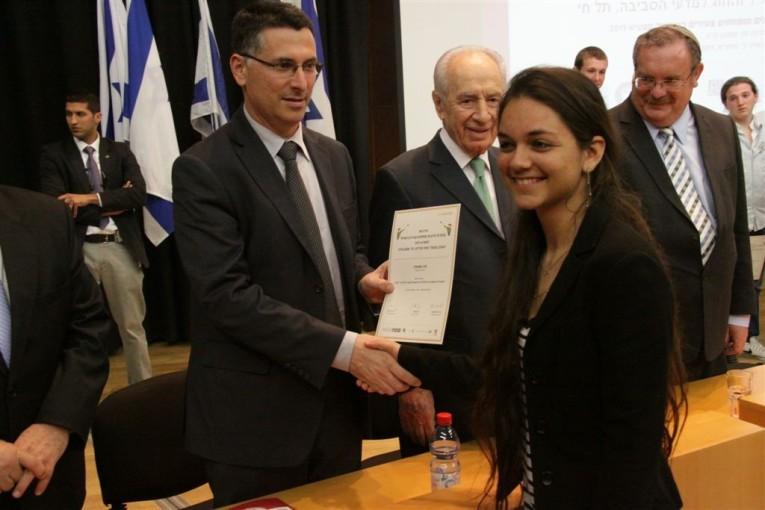 """לתלמידת י""""ב מהר וגיא, זכתה במקום השני בתחרות המדענים והמפתחים הצעירים בישראל"""