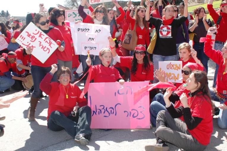 """""""המחאה האדומה"""" של הסטודנטים לעבודה סוציאלית במכללה האקדמית צפת"""