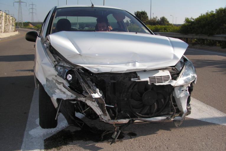 תאונת דרכים: שני רכבים התנגשו חזתית בצומת כפר בלום