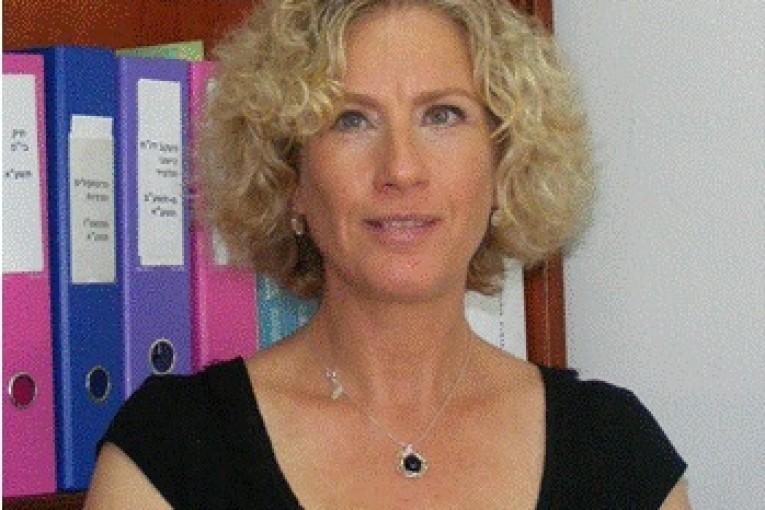 """שרה שוורץ – מנהלת בי""""ס ע""""ש יאנוש קורצ'אק"""
