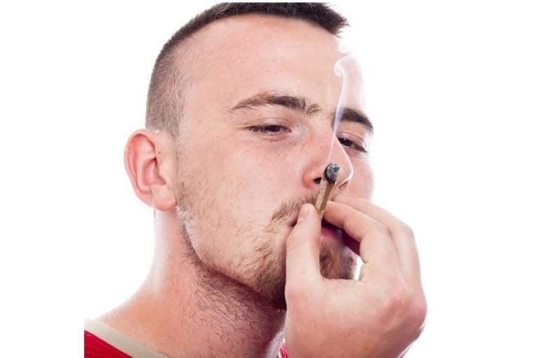 פלילים: סמים בבית, סמים בטבע ומעשים מגונים במרפאה