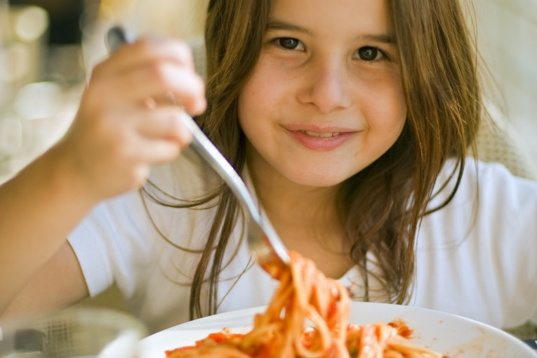 ארוחת צהריים חמה לילדי בתי הספר היסודיים החל מיום ראשון הקרוב