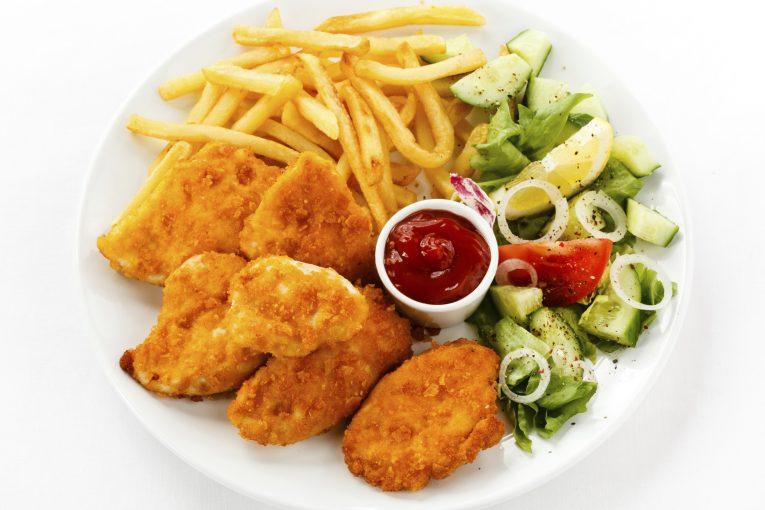 ארוחת צהריים חמה לילדי הגנים ותלמידי בתי הספר היסודיים כבר בשבוע הראשון של הלימודים