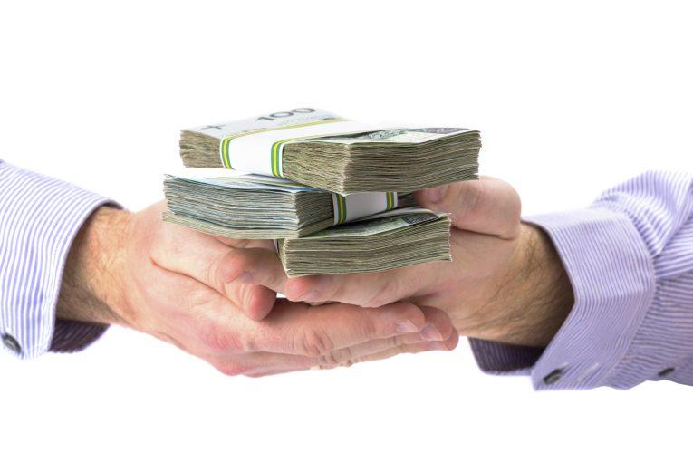 האם מותר לשלם ליהודי שיעבוד בשבת?