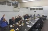 כששולחן המועצה מוחלף במקלדת, פוסטים וסלפי