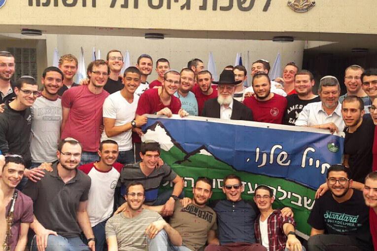 """הרב צפניה דרורי למתגייסים: """"שהמדים יגנו עליכם ואתם תגנו על עם ישראל"""""""