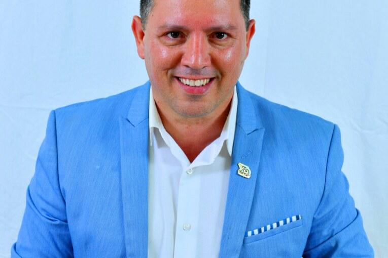 """יגאל בוזגלו מועמד """"לראשות המועצה"""" לראשות העיר."""